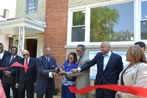 Commissioner Earlean Collins, joined by Mayor Yarborough, Bishop Dr. Porter and Herman Brewer, Bureau Chief, Economic Development for Cook County cut the ribbon on the two-flat in Maywood.